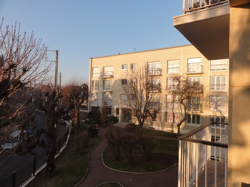 Sale apartment Chatou 279000€ - Picture 2