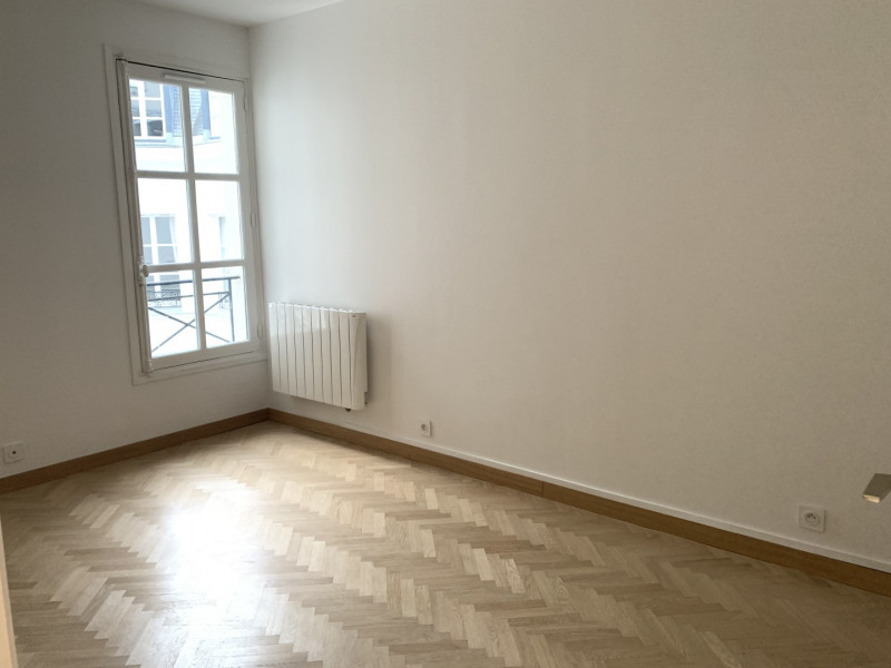 Location appartement Paris 7ème 3 490€ CC - Photo 5