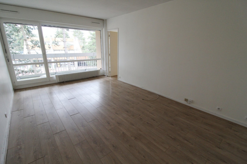 Location appartement Elancourt 846€ CC - Photo 1