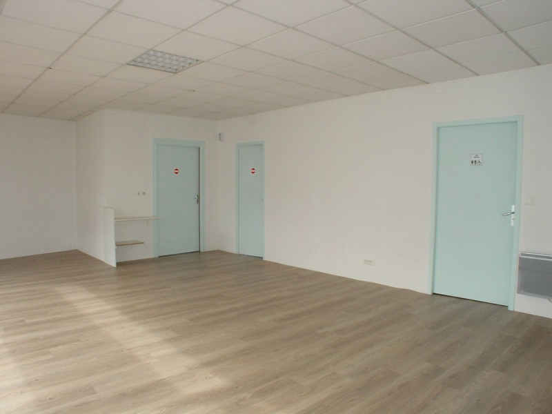 Location local commercial Montfaucon en velay 350€ CC - Photo 6