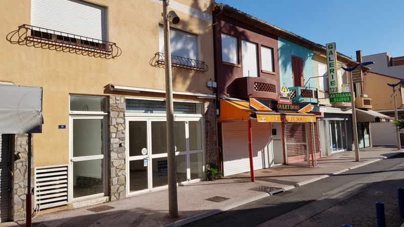 Location boutique Cavalaire 1 000€ CC - Photo 1