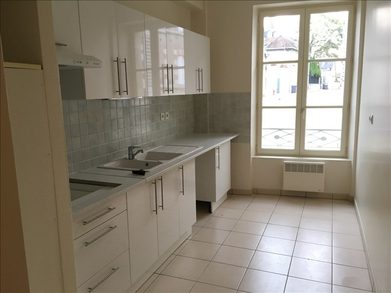 Rental apartment Vendome 652€ CC - Picture 3