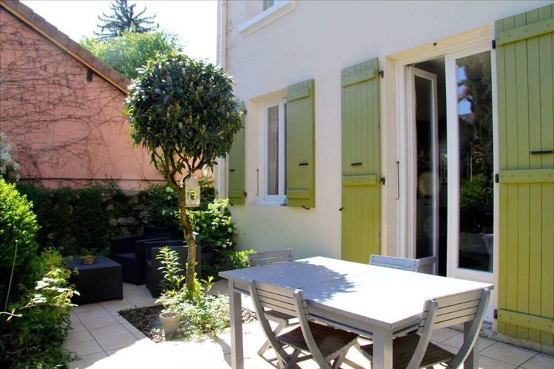 Deluxe sale house / villa Annecy 585000€ - Picture 1