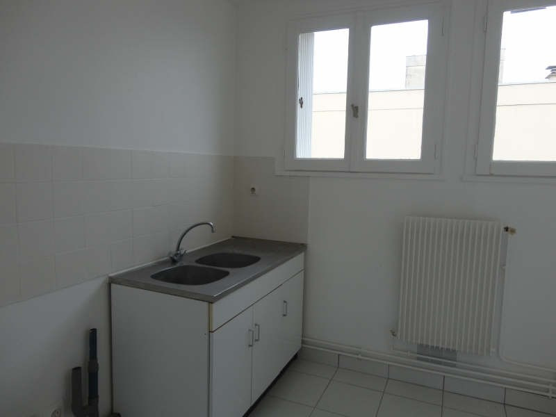 Rental apartment Yvetot 363€ CC - Picture 3