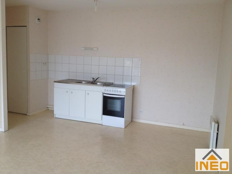 Location appartement Irodouer 420€ CC - Photo 3