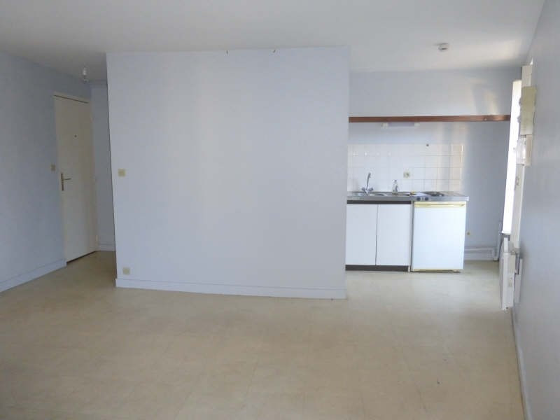 Location appartement Liguge 343€ CC - Photo 1