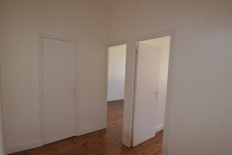 Location appartement Saintes 591€ CC - Photo 7