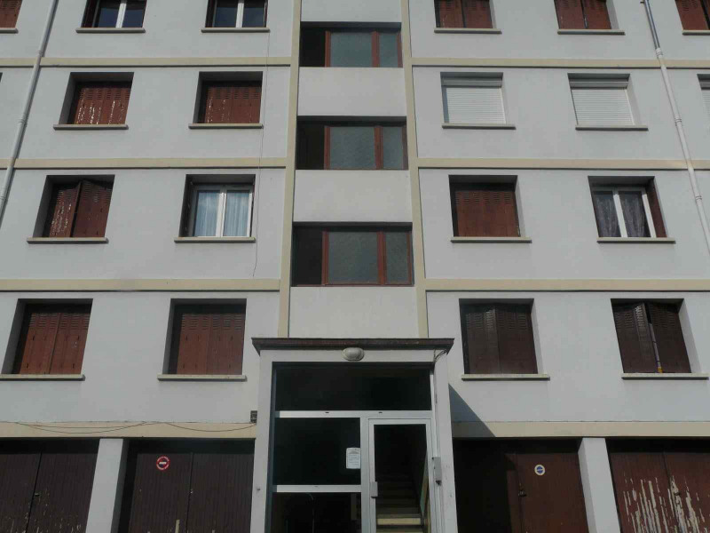 Sale apartment Chambon-feugerolles (le) 74000€ - Picture 5