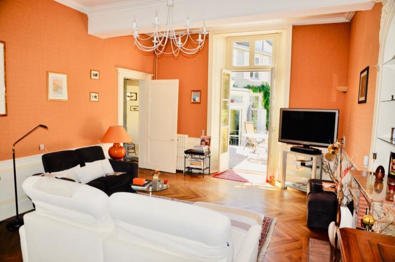 Deluxe sale house / villa Laval 630000€ - Picture 2