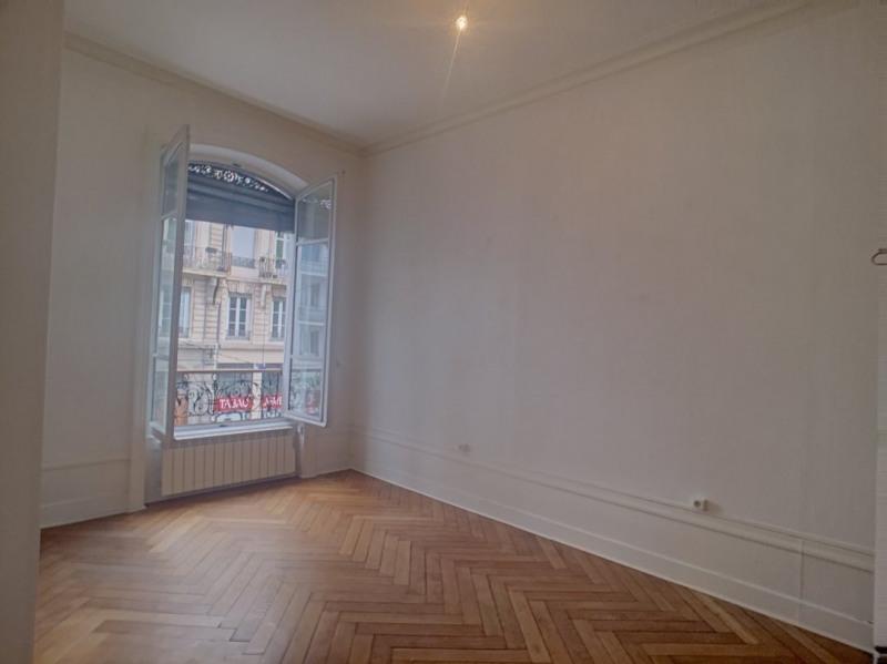 Location appartement Lyon 6ème 925€ CC - Photo 4