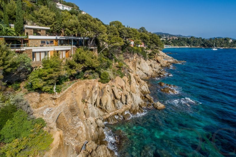 Exceptional waterfront property in La Fossette