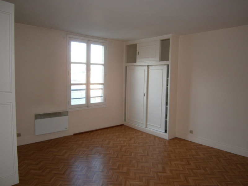 Rental apartment Versailles 865€ CC - Picture 2