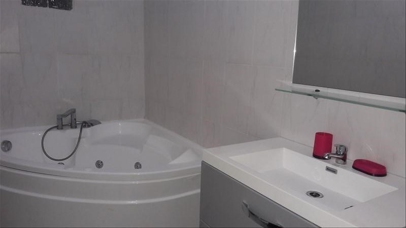 Location appartement Ste anne 700€ CC - Photo 2