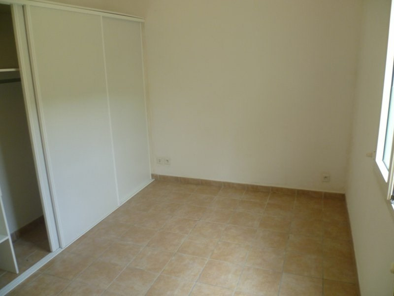 Rental house / villa Gourbeyre 951€ CC - Picture 5