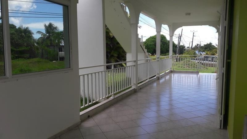 Rental house / villa Ste anne 1 500€ CC - Picture 2