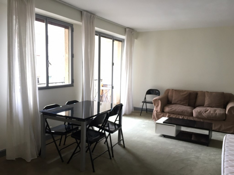 Rental apartment Paris 17ème 1 250€ CC - Picture 2