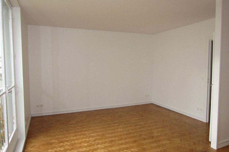 Location appartement Paris 11ème 1 949€ CC - Photo 6