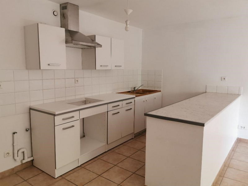 Location appartement Calas 840€ CC - Photo 3
