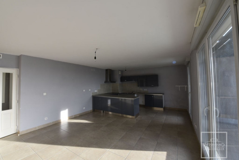 Rental apartment Limonest 1140€ CC - Picture 3