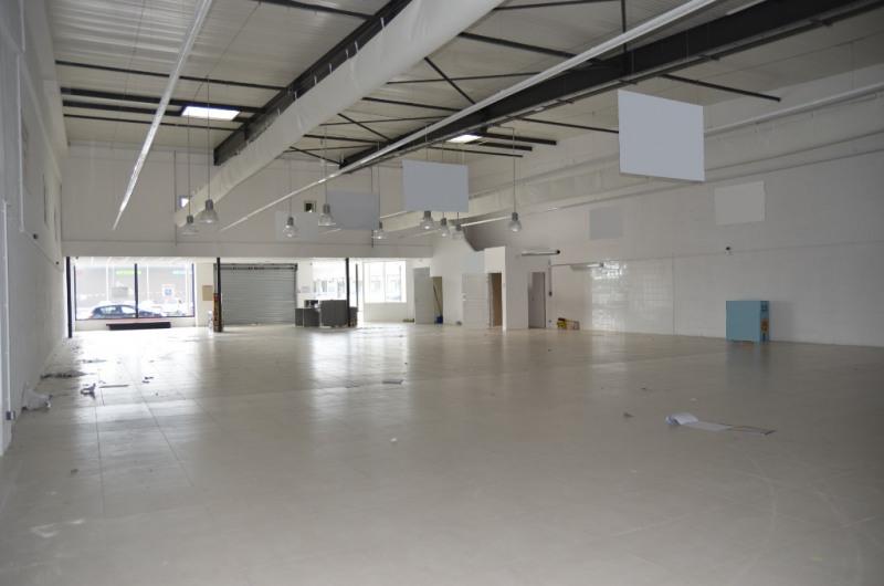 Location local commercial Concarneau 3300€ HC - Photo 2