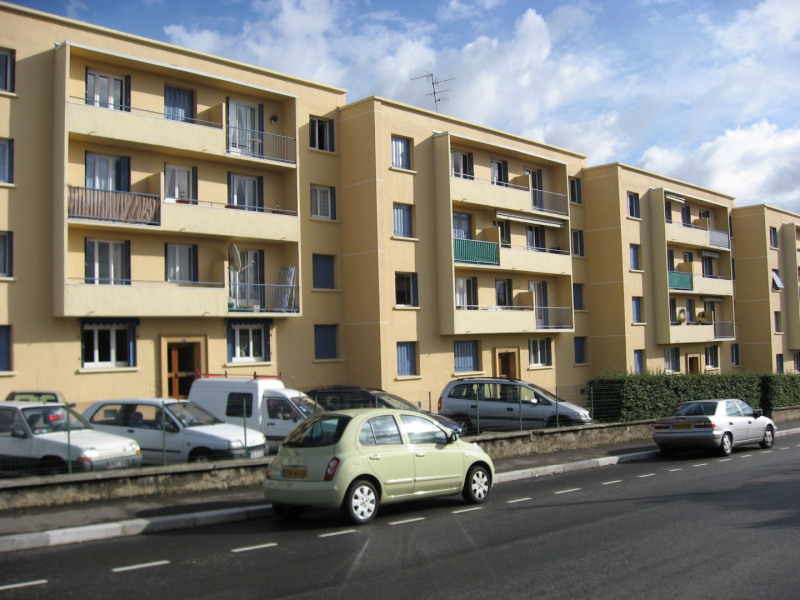 Rental apartment Saint-genis-laval 622€ CC - Picture 1