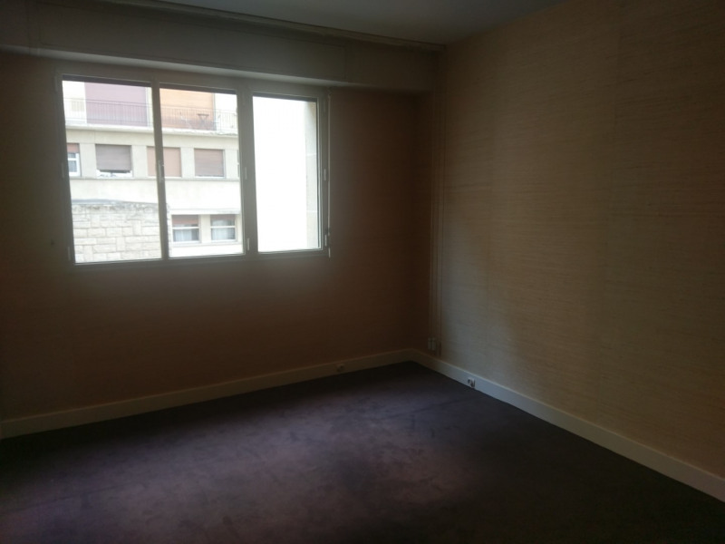 Location appartement Paris 16ème 3 140€ CC - Photo 2