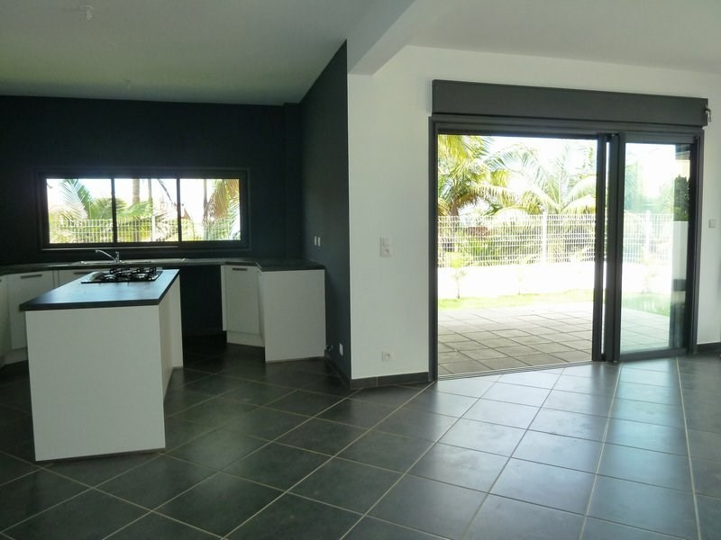 Location maison / villa Petite ile 890€ CC - Photo 3