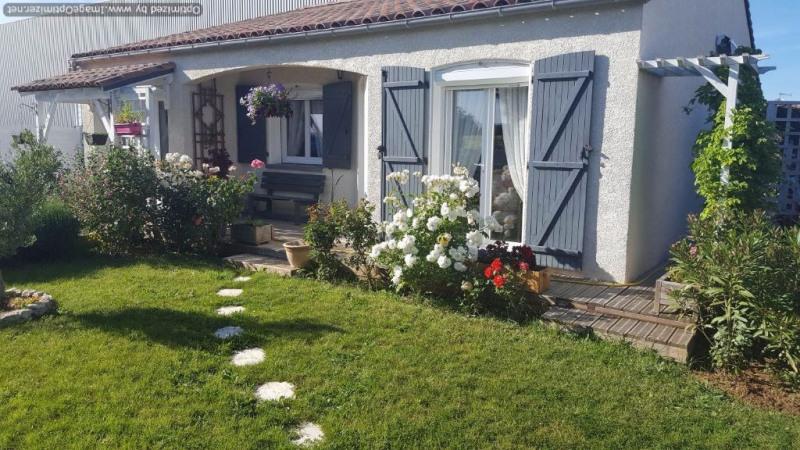 Villa T 4 avec garage et jardin en parfait état