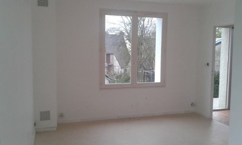 Rental apartment Chateau renault 460€ CC - Picture 2