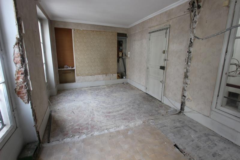 Sale apartment Paris 3ème 779000€ - Picture 2