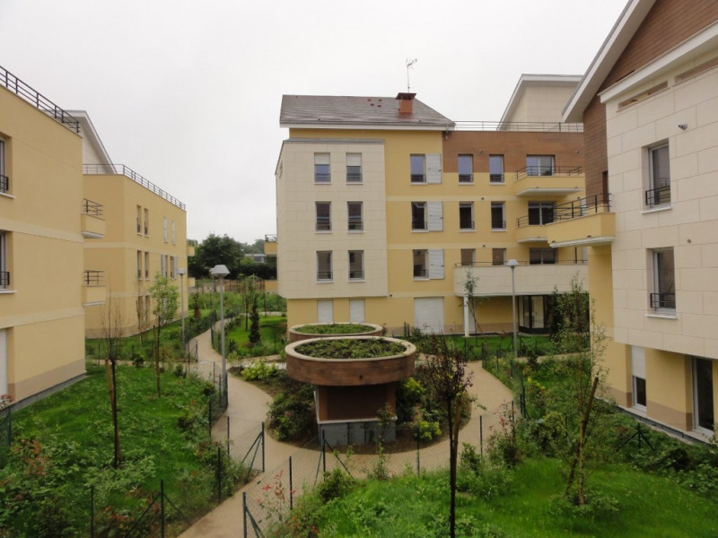 Location appartement La rochette 685€ CC - Photo 1