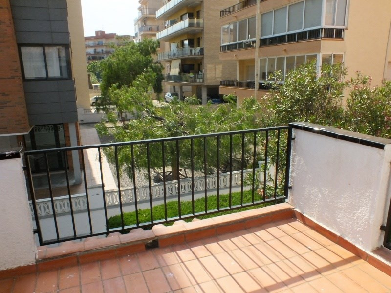Vacation rental house / villa Roses 472€ - Picture 10