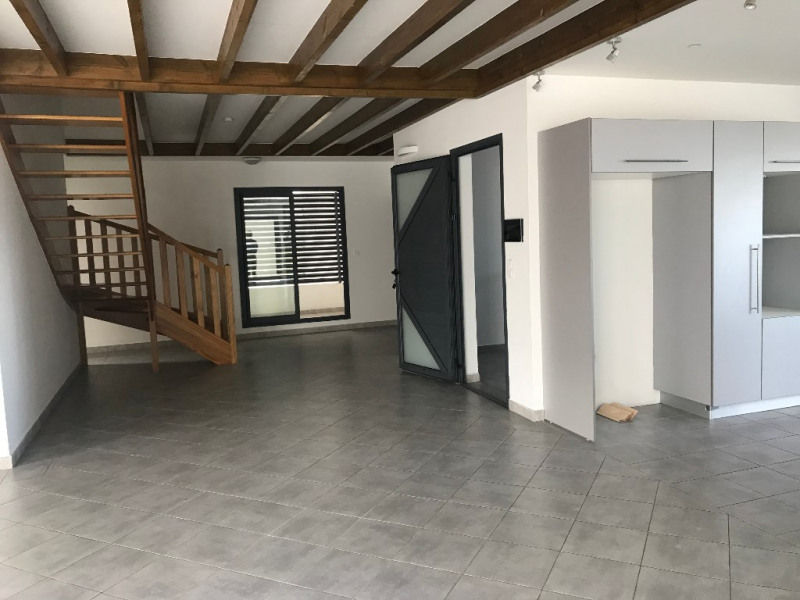 Location appartement Saint pierre 2 150€ CC - Photo 12