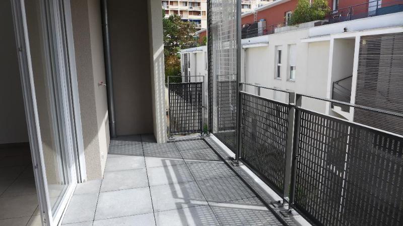 Rental apartment Villeurbanne 1024€ CC - Picture 1