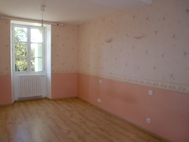 Location maison / villa Quelaines saint gault 620€ CC - Photo 3