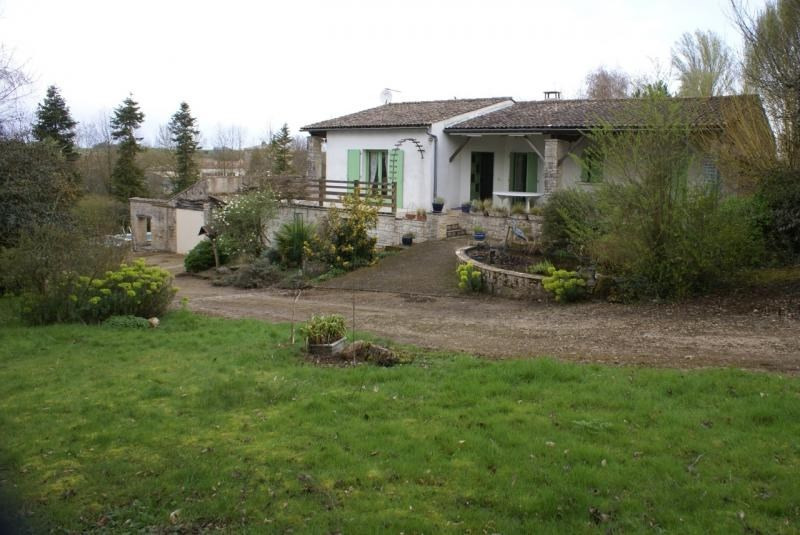 Sale house / villa Chef boutonne 210 000€ - Picture 2