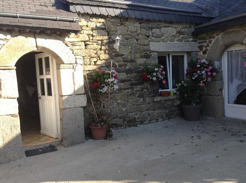Sale house / villa Mael carhaix 159600€ - Picture 1