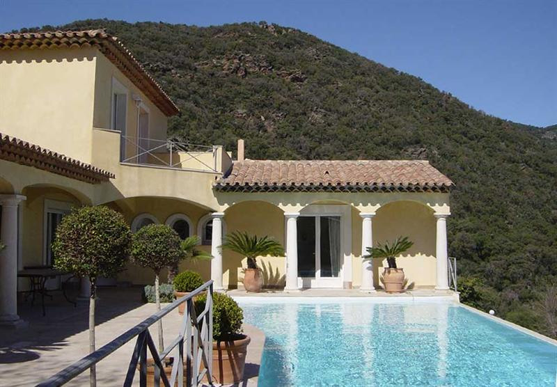Vacation rental house / villa Cavalaire sur mer 5 500€ - Picture 3