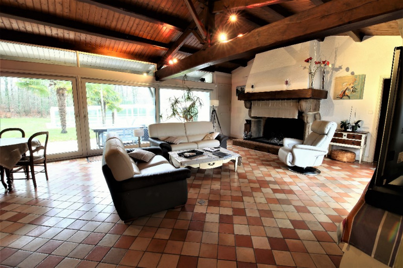 Deluxe sale house / villa Challans 677 000€ - Picture 1