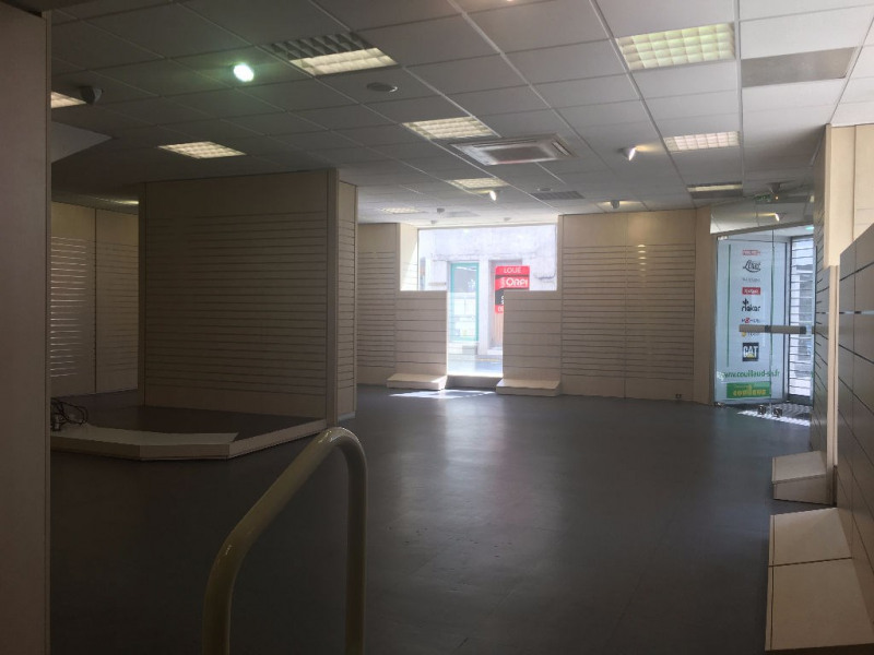 Location local commercial Surgeres 2 066€ CC - Photo 4