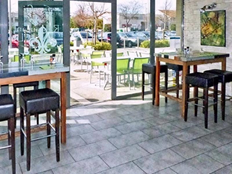 Commercial property sale shop Avignon 212000€ - Picture 2