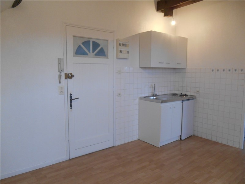 Location appartement Troyes 320€ CC - Photo 2