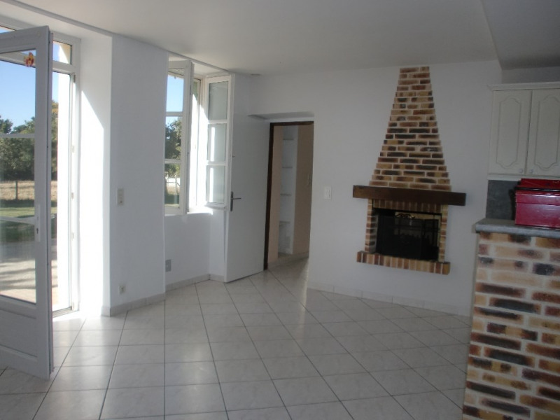 Location maison / villa Quelaines saint gault 620€ CC - Photo 4