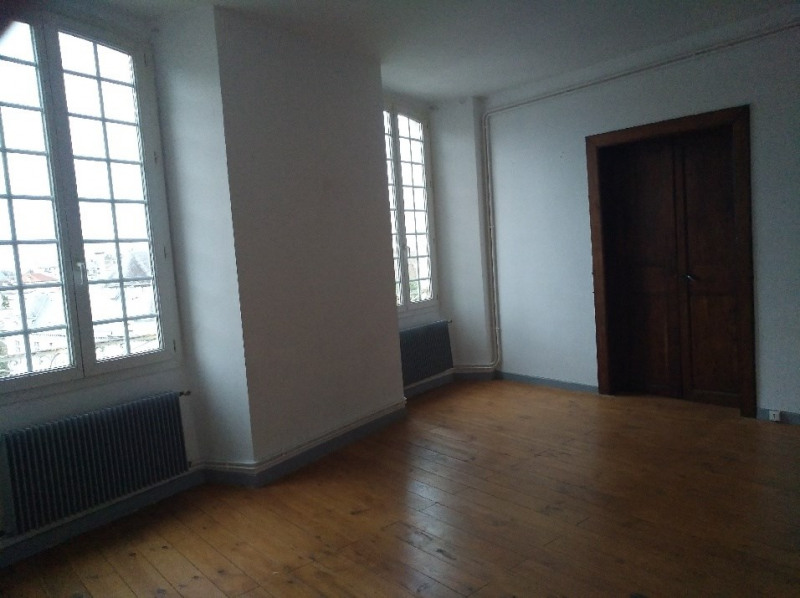 Rental apartment Oloron sainte marie 904€ CC - Picture 1