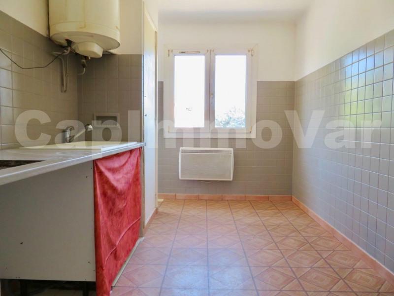 Rental apartment Le beausset 660€ CC - Picture 4