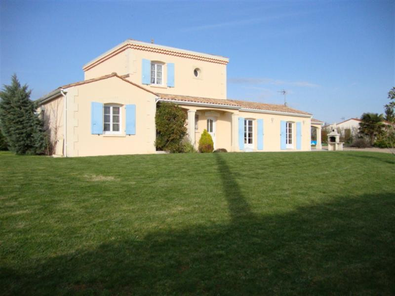 Sale house / villa Loulay 254 400€ - Picture 2