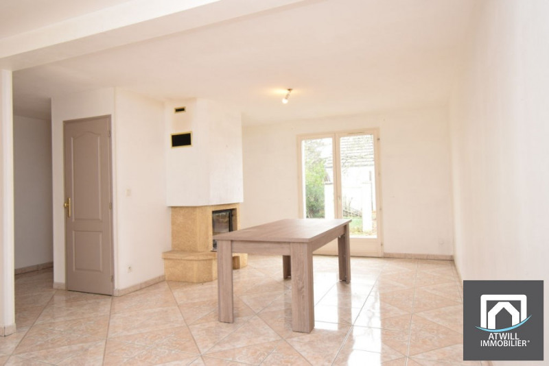 Sale house / villa La chaussee saint victor 238500€ - Picture 1