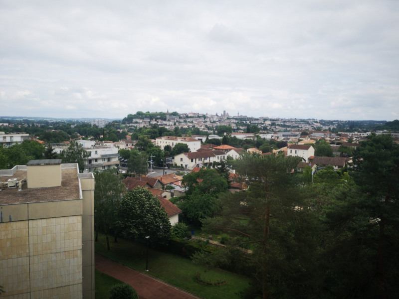Sale apartment Angoulême 49280€ - Picture 1