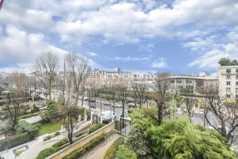 Location appartement Neuilly-sur-seine 7 950€ CC - Photo 1