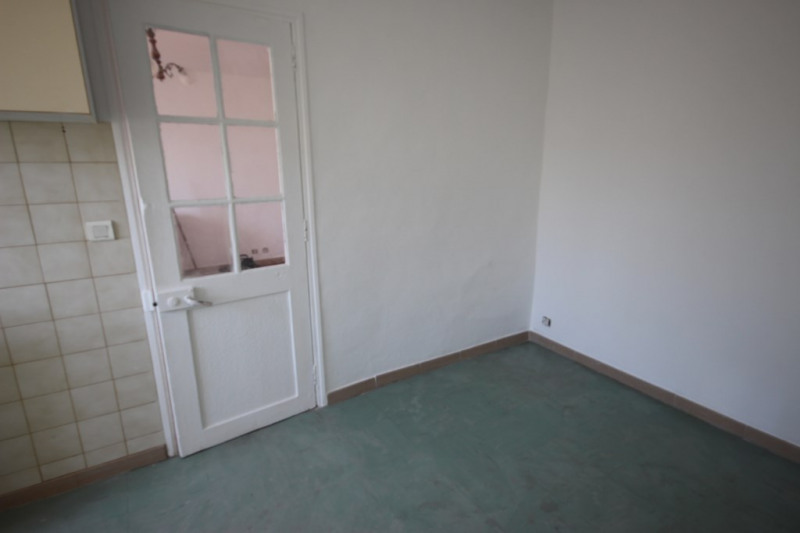 Rental apartment Lambesc 600€ CC - Picture 2